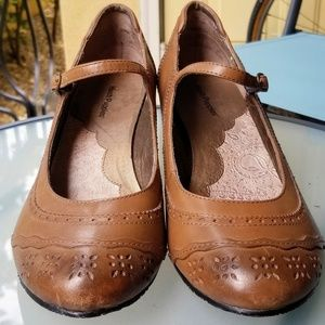 Size 10 Hush Puppies  mary jane classic shoes